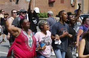 暴乱接二连三,特朗普铁杆支持者被当街射杀,美或将酝酿更大风暴