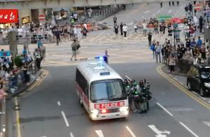"""""""请坚守"""",香港市民改编暖心歌为警队打气"""