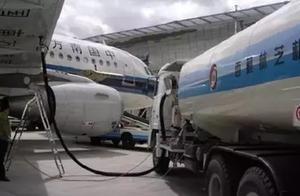 飞行员说:开飞机比开车容易