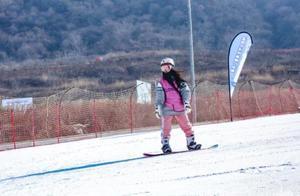 陕西省大学生滑雪公开赛照金开赛,名牌大学齐参与,冰雪运动成新宠