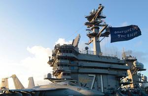 给解放军做陪练?美军舰刚现身长江口附近,罗斯福号航母就进南海