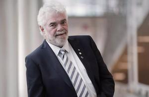 冠状病毒专家、加拿大P4实验室创始人突然去世,曾是抗SARS英雄