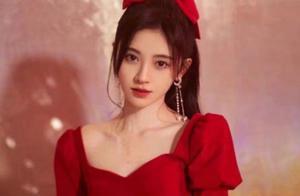 25岁鞠婧祎和35岁戚薇,同是蝴蝶结配纱裙,年龄居然不影响颜值