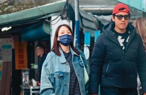 陈乔恩与男友甜蜜牵手漫步街头 两人不怕胖一起吃各种街头美食