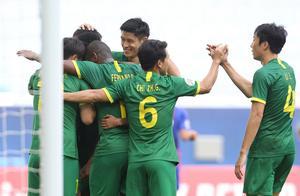 亚冠1-0晋级!国安为这一刻苦等12年,2大制胜功臣激情拥抱