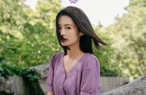 李沁晒夏日私服,穿香芋紫毛衫配阔腿裤,清爽短发少女感爆棚