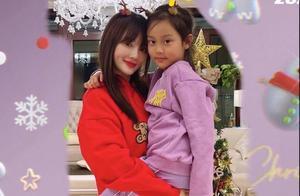 李小璐开圣诞派对!打扮精致与闺蜜卖萌自拍,8岁甜馨又黑好几度