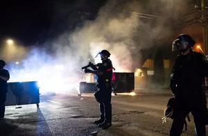 总统支持者被示威者枪杀,特朗普被彻底激怒,狂发90条推文谴责