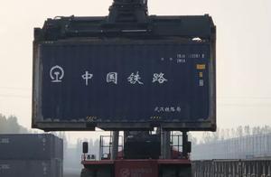 平顶山东站敞顶箱运煤开创小矿煤运输新模式