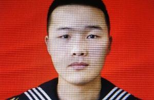 破冰救儿童的好人找到了!是20岁的海军战士李竟旋,小伙真帅!