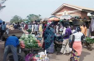 米娜州菜市场、街景、夜市烧烤大排档一瞥(尼日利亚随行之十)