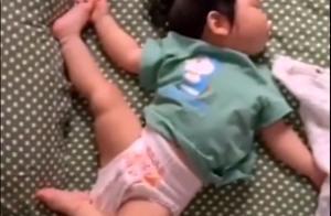 一组图看宝宝的奇葩睡姿,掀开被子像在开盲盒一般,姿势千奇百怪