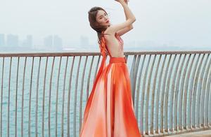金晨裙子配色像雪花肥牛,一身粉裙美艳冻人,没有姐驾驭不了配色