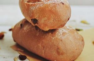 红酒做的面包,在烘焙的时候就散发出的酒香,让人实在忍不住