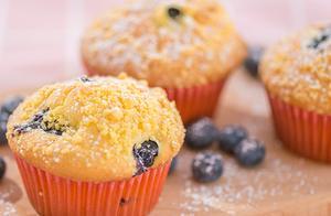 突然很想吃甜品?尝尝这款松软可口会爆浆的蓝莓麦芬吧
