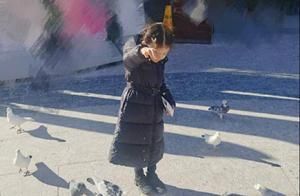 世界小姐张梓琳罕晒娃,4岁女儿腰细腿长惊人,名模气势不输妈妈