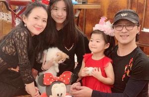 章子怡为小苹果庆生,15岁就如此成熟,母女合照更像姐妹