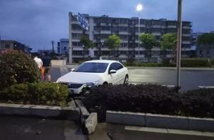 凌晨3点,街头发生蹊跷车祸!司机和副驾驶双双被刑拘!