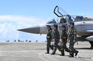 台湾传来噩耗,美制战斗机轰然坠海,飞行员弹射跳伞不治身亡