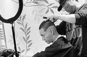 硬核少年陈伟霆上线,新发型是渐变型的寸头,简直是行走的荷尔蒙