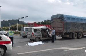 突发事件!一面包车追尾大货车,面包车司机当场死亡