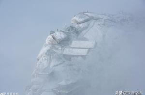 雪后的华山,就是现实版的水墨图