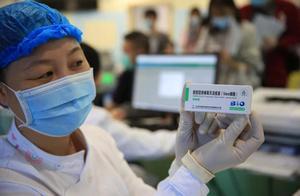 这三类人今天开打新冠疫苗,深晚记者直击接种现场