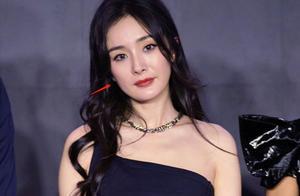 杨幂活动生图被扒,脸部岁月感明显,34岁还能卖少女感多久?