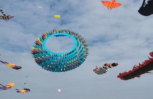 厦门一年一度的风筝节车堵了人也堵了人山人海这么多人去受罪的吗