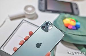 """余承东曾说华为引领了设计,暗讽苹果""""浴霸""""!刘海屏学谁?"""