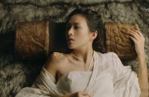 《上阳赋》萧綦给王儇搽药,章子怡没说一个字,但意思大家都明白