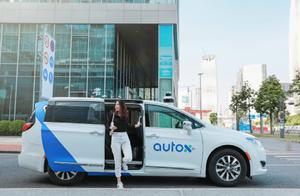 云点早读】中国首辆完全无人驾驶的机器人出租车在深圳行驶