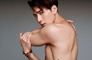 """王嘉尔最新时尚大片,这就是在秀身材,鲨鱼线变""""风景线"""""""