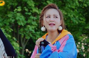 张歆艺划龙舟使出全身的力,镜头扫过她的脸,每一帧可做表情包
