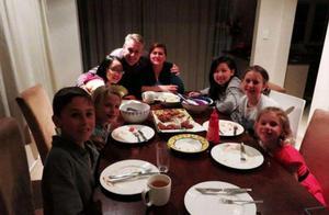 美国小康家庭的一日三餐,你们知道都吃啥吗?中国游客:想念中国