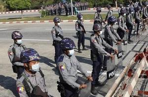 """昂山素季被扣押后,缅甸民众排队取钱,美国威胁要""""采取行动"""""""