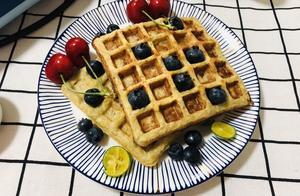 早餐华夫饼这种做法特简单,不放糖不放面粉,简单3步,香甜可口