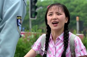 葵花来到大学被嫌弃,保安不让她带破自行车进,太欺负人了