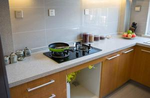 不管厨房油污多严重,不用一滴水,两三下焕然一新,一年不用清洁