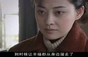 靳英听说李萍举行婚礼的地方 并不是舰艇 才发现李萍一直在骗她!