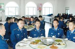 中国军队有一条不成文的规定:新兵入伍第一餐,必须要很讲究