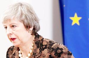 现场!英首相宣布即将辞职,难掩哽咽,英国已经真正掉入泥潭!