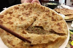 传承百年的牛肉馅饼,22元一张,皮薄肉厚还流油,食客从小吃到老