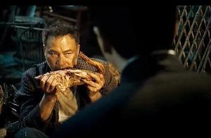 任达华不愧是影帝,光这个吃烤鸭的动作,够小鲜肉学三年了!