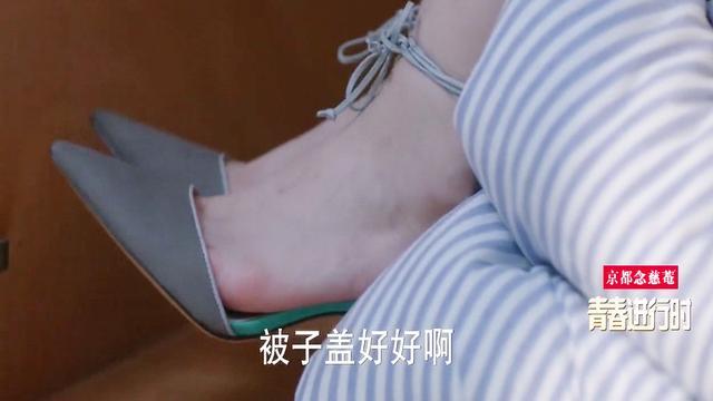 迪丽热巴的脚穿高跟鞋