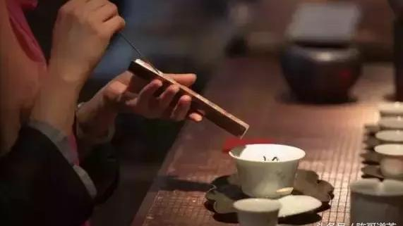 茶叶放久了冲出的水变酸是否茶叶变质了