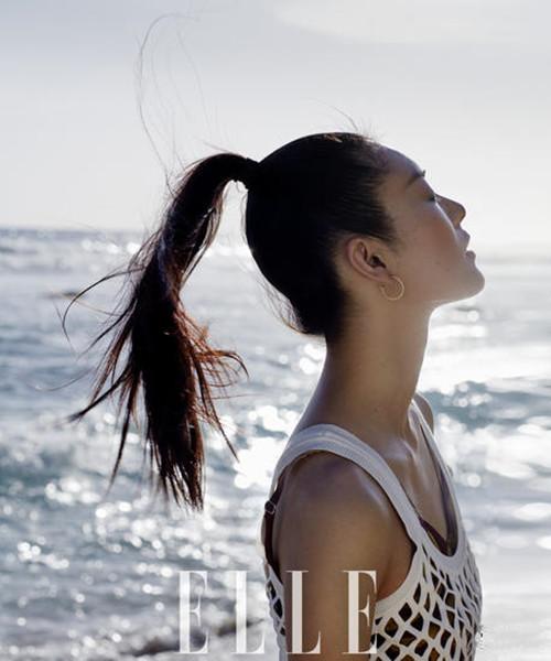 刘雯海滨唯美写真曝光 造型靓丽脱俗诠释百变超模风范