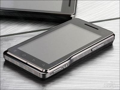 这款摩托罗拉手机手机上长相不输如今的手机上