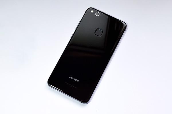 兼顾长相和照相两大产品卖点 华为公司nova青春版手机开箱秀