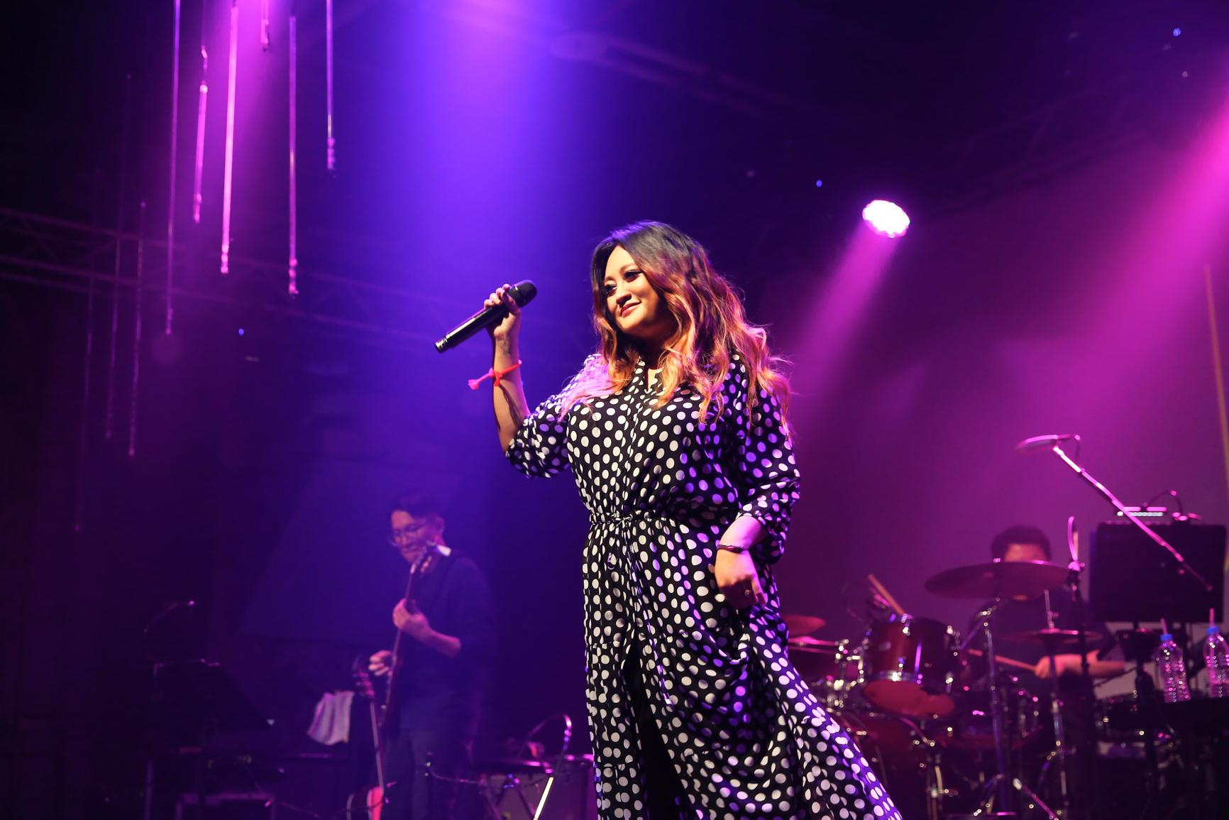 24首脍炙人口歌曲唱满120分钟 家家首场巡回就创下票房佳绩